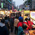 【地図】寧夏夜市は台北の中心2駅から歩いてすぐ!